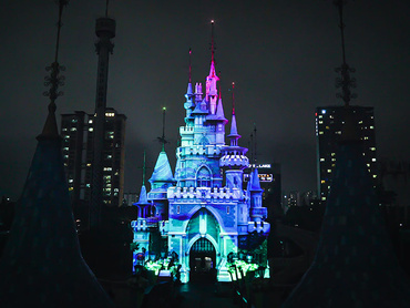 Lotte World Magic Island - castle projection